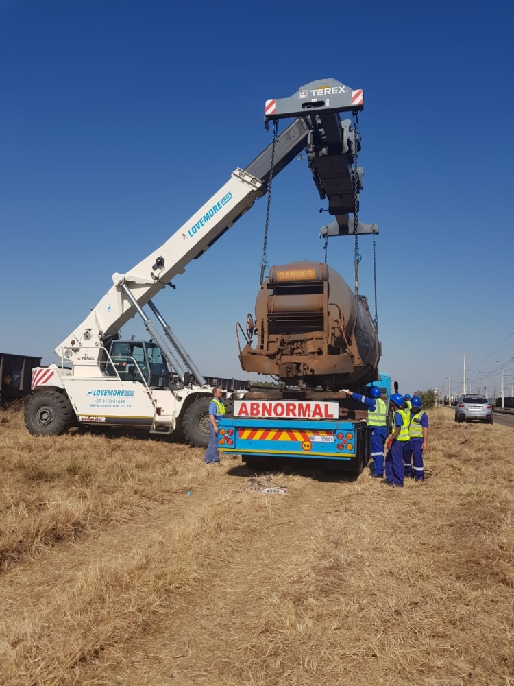 Lovemore Bros Heavy Rigging and Lowbed services